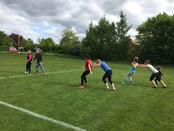 pigerne træner til outdoor træning