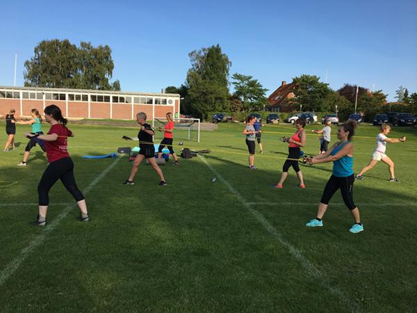 pigerne træner løb til outdoor træning