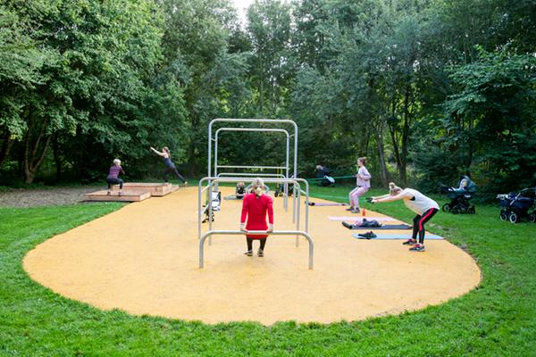 Træning i Dyssegård parken med babyer